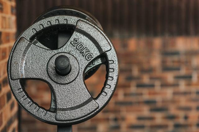 Dieses 17-minütige Barre-Workout per geringer Knechtschaft lässt jeden Muskel in Ihrem Corpus  zittern